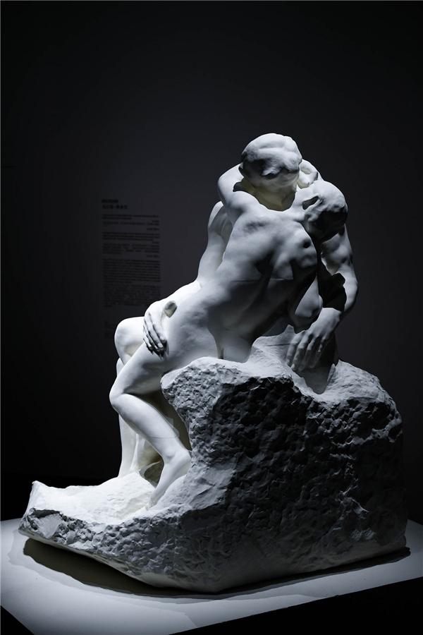 乌尔斯•费舍尔艺术作品《亲吻》1.jpg