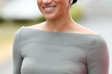 梅根打破英王室高调风格穿灰色连衣裙显3D身段高档不低俗