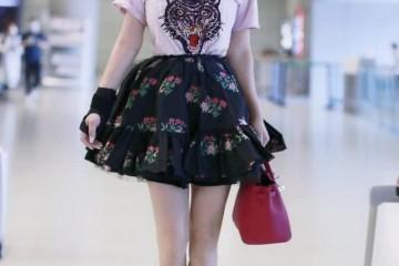 冉莹颖为显高太拼了把短裙提太高显露内搭裤作用竟出奇的好