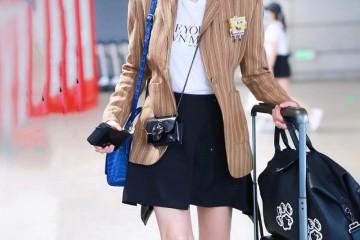 范冰冰现身机场放狠招穿LV短裙秀出长腿太晃眼
